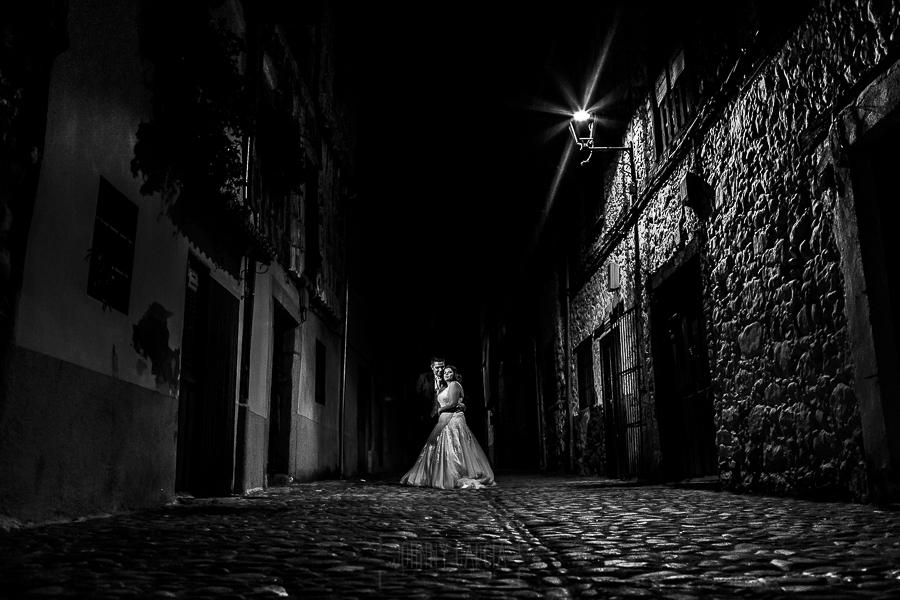 Boda en el Torreón de Veredillas de María e Iván, fotos de boda realizadas por el fotógrafo de bodas en Cáceres Johnny García, llos novios en el Barrio Judío de Hervás