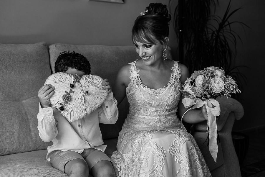 Bodas en Béjar, de Gema y Alberto realizada por el fotógrafo de bodas en Béjar, Salamanca, Johnny García, Gema con su sobrino.