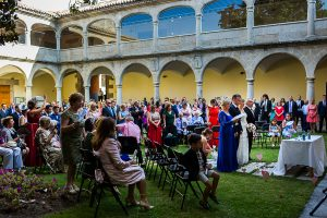 Bodas en Béjar, de Gema y Alberto realizada por el fotógrafo de bodas en Béjar, Salamanca, Johnny García, una vista de la ceremonia.