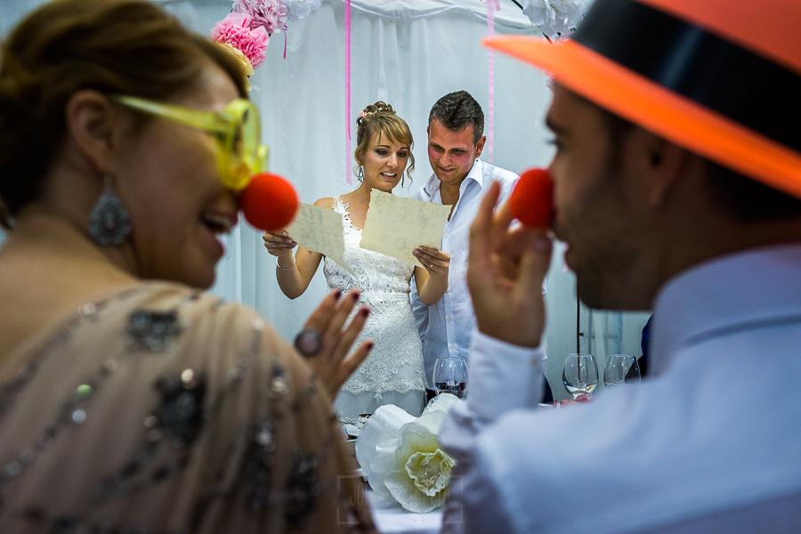 Bodas en Béjar, de Gema y Alberto realizada por el fotógrafo de bodas en Béjar, Salamanca, Johnny García, los novios leen una carta de los familiares y amigos.