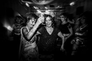 Bodas en Béjar, de Gema y Alberto realizada por el fotógrafo de bodas en Béjar, Salamanca, Johnny García, familiares de los novios en la fiesta.