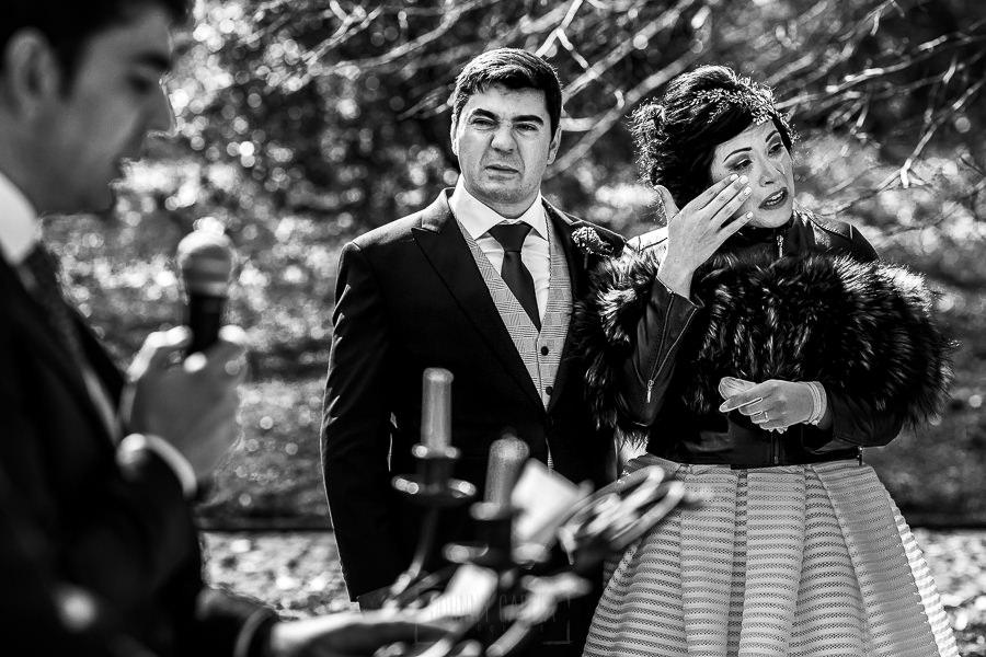 Boda en Arroyomolinos de la Vera de Tamara y David realizada por el fotógrafo de bodas en Cáceres Johnny García, los novios emocionados en la ceremonia