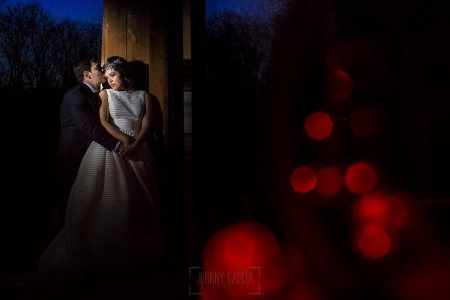 Boda en Arroyomolinos de la Vera de Tamara y David realizada por el fotógrafo de bodas en Cáceres Johnny García, un retrato de los novios