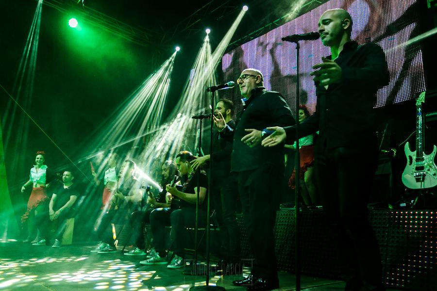 Fotografías de los directos de la orquesta Diamante el Show del Calvo en Candelario y Torrecillas de la Tiesa realizadas por el fotógrafo en España Johnny García. el grupo casi al completo.