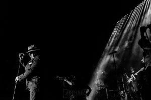 Fotografías de los directos de la orquesta Diamante el Show del Calvo en Candelario y Torrecillas de la Tiesa realizadas por el fotógrafo en España Johnny García. CArlos disfrazado.