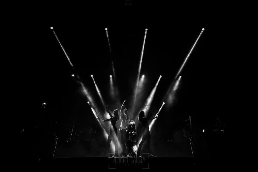 Fotografías de los directos de la orquesta Diamante el Show del Calvo en Candelario y Torrecillas de la Tiesa realizadas por el fotógrafo en España Johnny García. Una vista de las luces espectaculares de la orquesta.