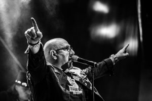 Fotografías de los directos de la orquesta Diamante el Show del Calvo en Candelario y Torrecillas de la Tiesa realizadas por el fotógrafo en España Johnny García. Carlos canta.