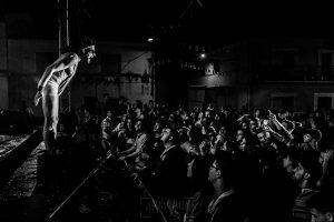 Fotografías de los directos de la orquesta Diamante el Show del Calvo en Candelario y Torrecillas de la Tiesa realizadas por el fotógrafo en España Johnny García. Una imagen del público de Torrecillas de la Tiesa.