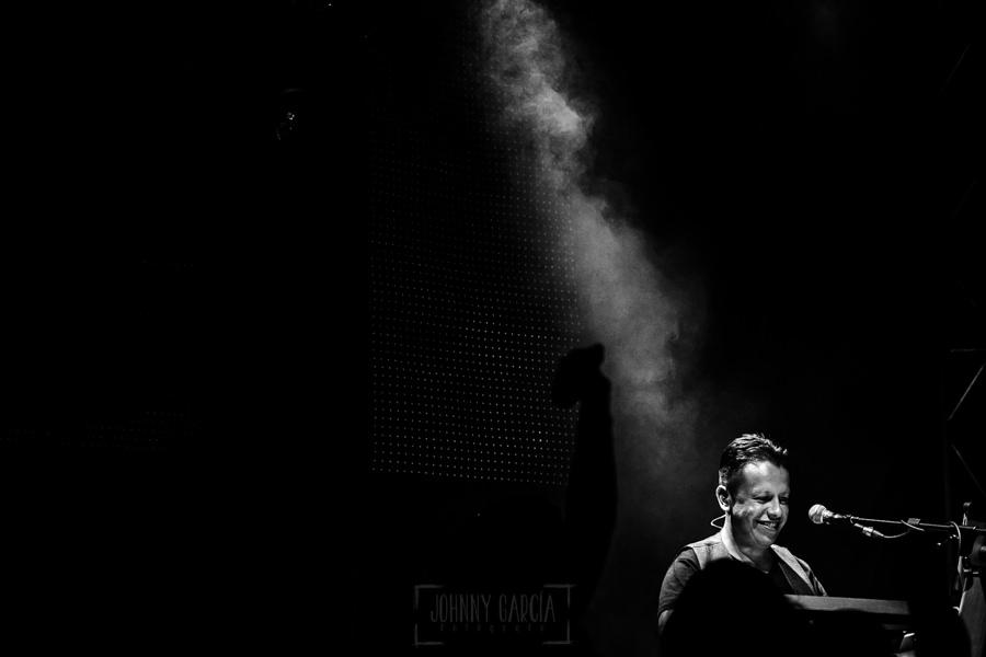 Fotografías de los directos de la orquesta Diamante el Show del Calvo en Candelario y Torrecillas de la Tiesa realizadas por el fotógrafo en España Johnny García. Un retrtao del organista.