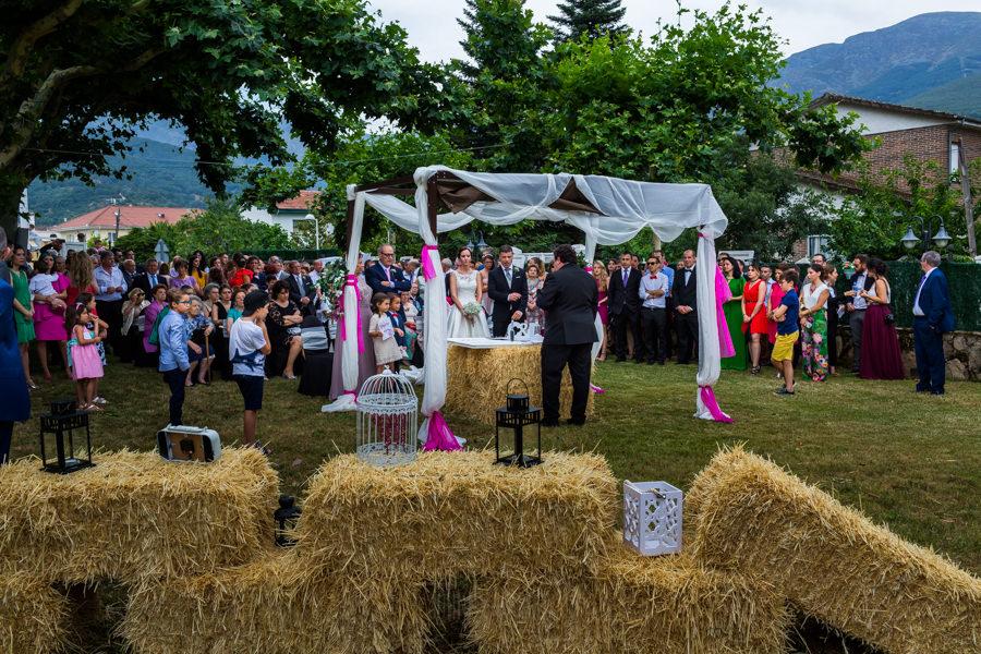 Bodas en Hervás, la boda de Laura y Carlos realizada por Johnny Garcia, fotógrafo de bodas en Extremadura, una imagen general de la ceremonia.