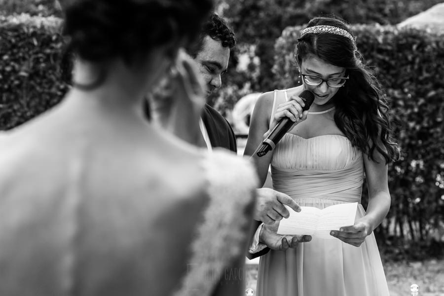 Bodas en Hervás, la boda de Laura y Carlos realizada por Johnny Garcia, fotógrafo de bodas en Extremadura, la sobrina de Laura le dirige unas emocionantes palabras a la pareja