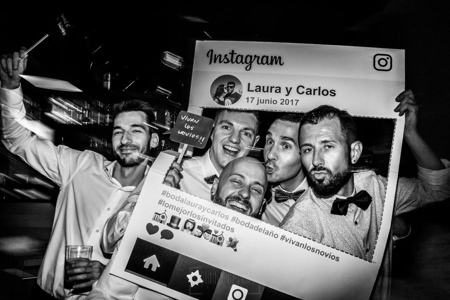 Bodas en Hervás, la boda de Laura y Carlos realizada por Johnny Garcia, fotógrafo de bodas en Extremadura, amigos en el photocall