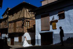 Bodas en Hervás, la boda de Laura y Carlos realizada por Johnny Garcia, fotógrafo de bodas en Extremadura, la pareja optó por hacer las fotos de su postboda en el barrio judío de Hervás