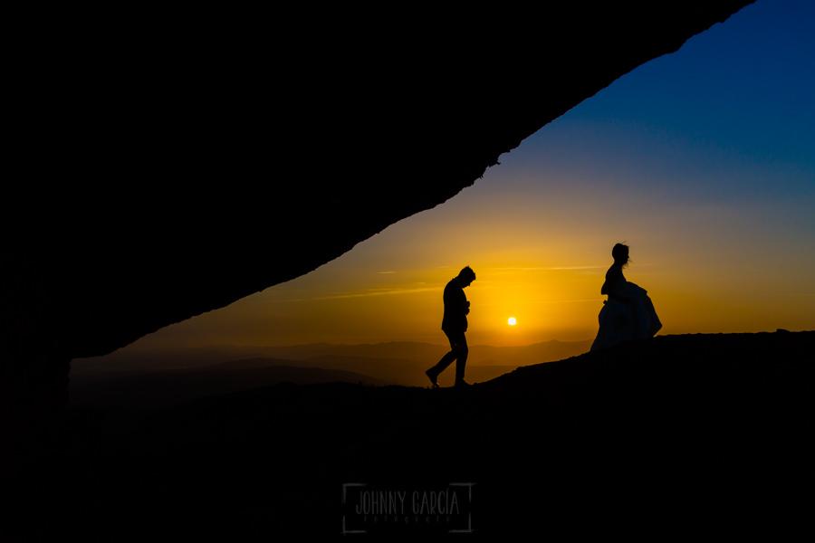 Bodas en Hervás, la boda de Laura y Carlos realizada por Johnny Garcia, fotógrafo de bodas en Extremadura, los novios en la puesta de sol