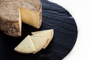 © Johnny Garcia | Fotografia para Quesos del Casar, queso curado partido