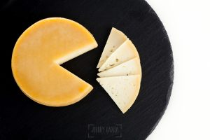 © Johnny Garcia | Fotografia para Quesos del Casar, queso partido