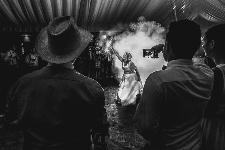Boda en Puerto de Béjar de Ani y Hécter realizada por el fotógrafo de bodas en el Rincón de Castilla Johnny García, Salamanca; la novia len el baile.