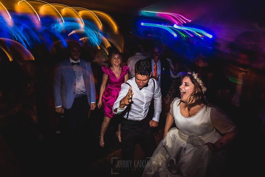 Boda en Puerto de Béjar de Ani y Hécter realizada por el fotógrafo de bodas en el Rincón de Castilla Johnny García, Salamanca; mucha fiesta de boda.