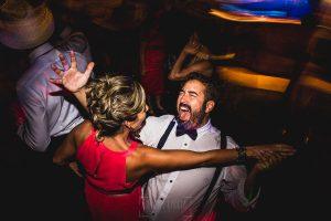 Boda en Puerto de Béjar de Ani y Hécter realizada por el fotógrafo de bodas en el Rincón de Castilla Johnny García, Salamanca; los videógrafos también bailan.