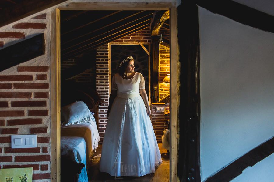 Boda en Puerto de Béjar de Ani y Hécter realizada por el fotógrafo de bodas en el Rincón de Castilla Johnny García, Salamanca; retrato de Ani.