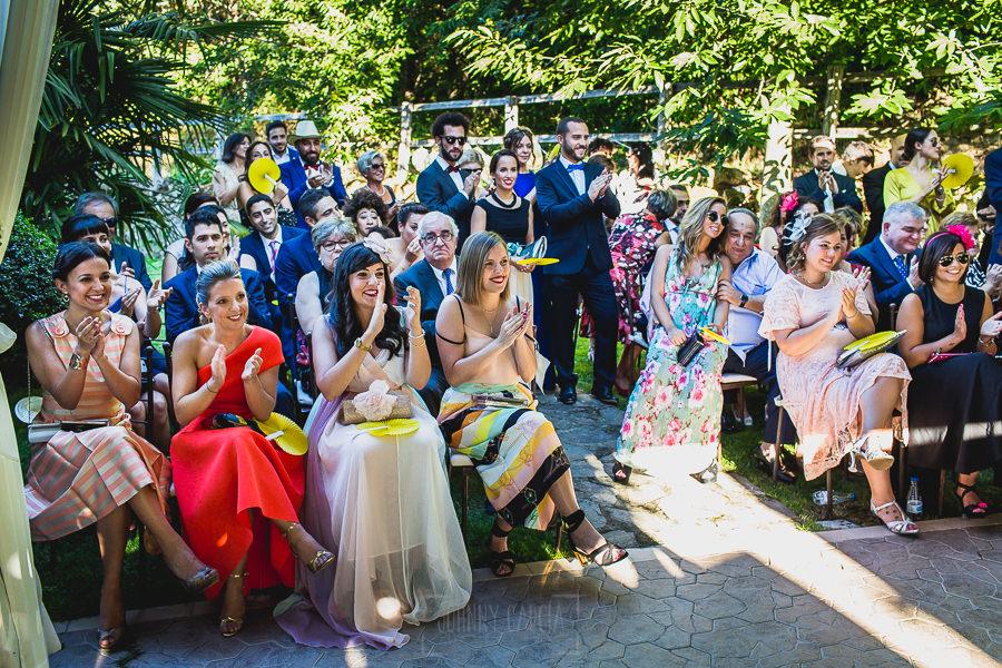 Boda en Puerto de Béjar de Ani y Hécter realizada por el fotógrafo de bodas en el Rincón de Castilla Johnny García, Salamanca; una imagen de los invitados.