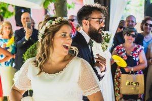 Boda en Puerto de Béjar de Ani y Hécter realizada por el fotógrafo de bodas en el Rincón de Castilla Johnny García, Salamanca; la pareja durante la ceremonia.