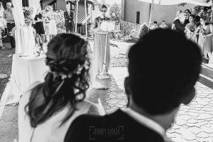 Boda en Puerto de Béjar de Ani y Hécter realizada por el fotógrafo de bodas en el Rincón de Castilla Johnny García, Salamanca; Macu le dedica unas palabras a los novios