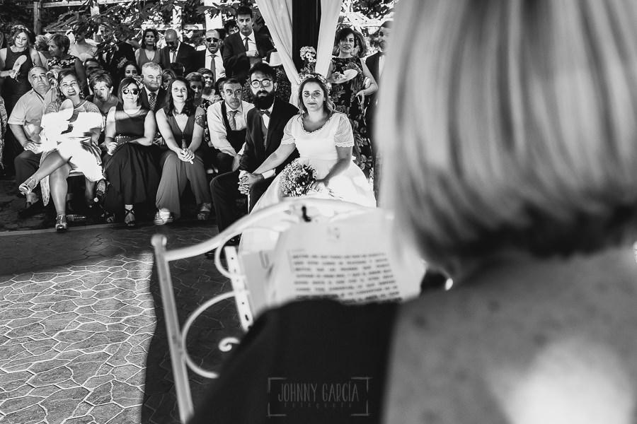 Boda en Puerto de Béjar de Ani y Hécter realizada por el fotógrafo de bodas en el Rincón de Castilla Johnny García, Salamanca; ceremonia.
