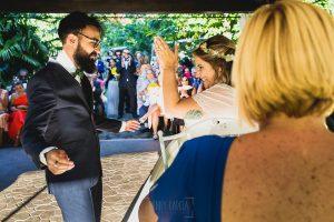 Boda en Puerto de Béjar de Ani y Hécter realizada por el fotógrafo de bodas en el Rincón de Castilla Johnny García, Salamanca; fin de la ceremonia.