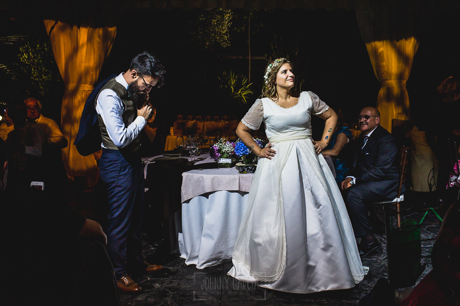 Boda en Puerto de Béjar de Ani y Hécter realizada por el fotógrafo de bodas en el Rincón de Castilla Johnny García, Salamanca; momento coreografía.