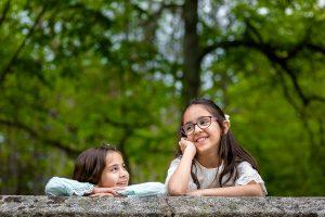 Comunión en Béjar de Natalia, realizada por Johnny García, fotógrafo de comuniones en Béjar. Natalia y su hermana.