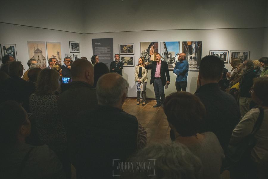 Exposición Miradas, memoria y realidad, en el Museo Pérez Comendador-Leroux organizada por el Ayntamiento de Hervás, Johnny García y Jose María Castellano. Jose María explica la organización.