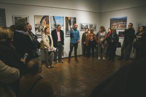 Exposición Miradas, memoria y realidad, en el Museo Pérez Comendador-Leroux organizada por el Ayntamiento de Hervás, Johnny García y Jose María Castellano. Johnny García en los agradecimientos.