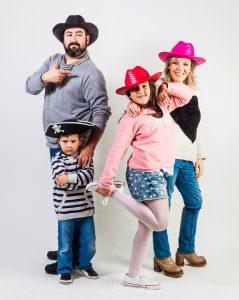 Fotografía infantil, premamá, embarazo y familia realizada por Johnny García, Fotógrafo en Hervás. Familia de Félix.