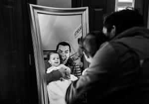 Fotografía infantil, premamá, embarazo y familia realizada por Johnny García, Fotógrafo en Hervás. Marina con su padre.