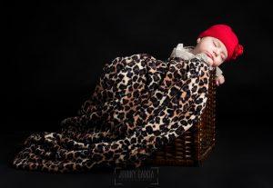 Fotografía infantil, premamá, embarazo y familia realizada por Johnny García, Fotógrafo en Hervás. Emma dormida.