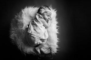 Fotografía infantil, premamá, embarazo y familia realizada por Johnny García, Fotógrafo en Hervás. Bebe dormido.