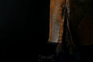 © Johnny Garcia | Fotografia para Hervás Piel, detalle bajo chaqueta