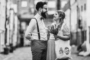 Post boda en Londres de Ani y Hécter realizadas por Johnny García, fotógrafo de bodas en Londres; retrato de la pareja en blanco y negro.