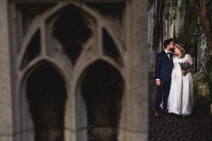 Post boda en Londres de Ani y Hécter realizadas por Johnny García, fotógrafo de bodas en Londres; en una iglesia abandonada.