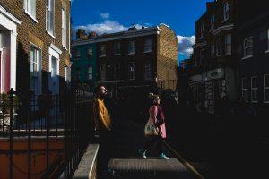 Pre boda en Londres de Ani y Hécter, realizada por el fotógrafo de bodas en Londres Johnny García, fotografía de la preboda por las calles de Londres
