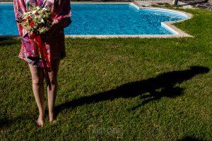 Boda en el Castillo de las Seguras de Cáceres de Marta y Charley realizada por Johnny García, fotógrafo de bodas en Cáceres. El ramo de la novia.