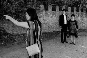 Boda en el Castillo de las Seguras de Cáceres de Marta y Charley realizada por Johnny García, fotógrafo de bodas en Cáceres. Charley llega al castillo.