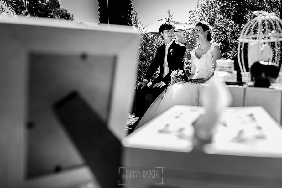 Boda en el Castillo de las Seguras de Cáceres de Marta y Charley realizada por Johnny García, fotógrafo de bodas en Cáceres. momento de la ceremonia.