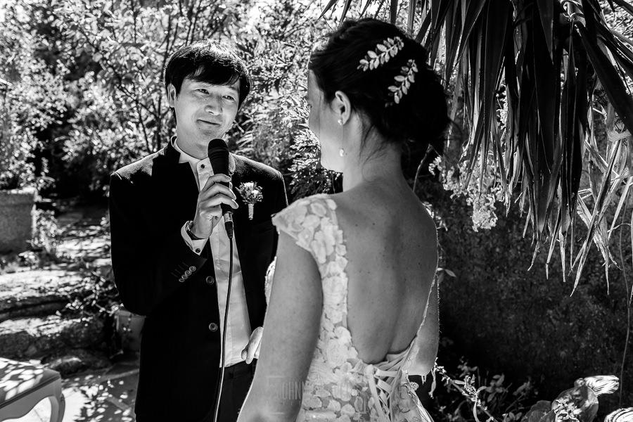 Boda en el Castillo de las Seguras de Cáceres de Marta y Charley realizada por Johnny García, fotógrafo de bodas en Cáceres. Charley le dedica unas palabras a Marta.