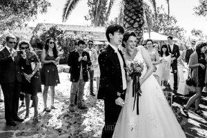 Boda en el Castillo de las Seguras de Cáceres de Marta y Charley realizada por Johnny García, fotógrafo de bodas en Cáceres. Momento arroz.