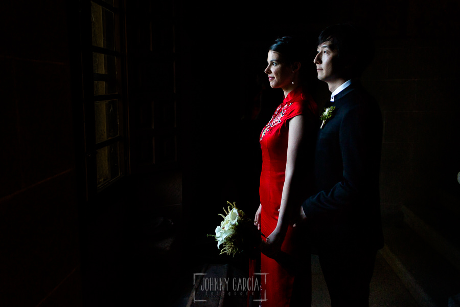 Boda en el Castillo de las Seguras de Cáceres de Marta y Charley realizada por Johnny García, fotógrafo de bodas en Cáceres. Un retrato de la pareja.