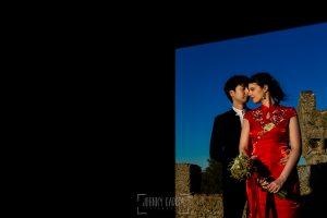 Boda en el Castillo de las Seguras de Cáceres de Marta y Charley realizada por Johnny García, fotógrafo de bodas en Cáceres. Ratrato de los novios