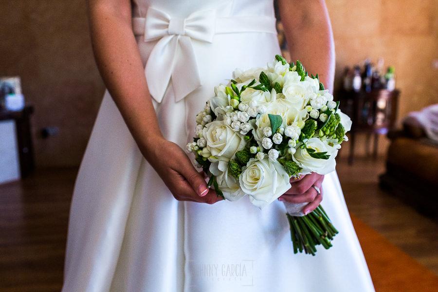 Los mejores ramos de novia, ideas para tu ramo de novia, Johnny Garcia fotógrafos, ramo de novia clásico de rosas blancas.