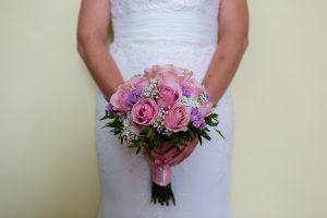 Los mejores ramos de novia, ideas para tu ramo de novia, Johnny Garcia fotógrafos, ramo de novia clásico con rosas y paniculata.